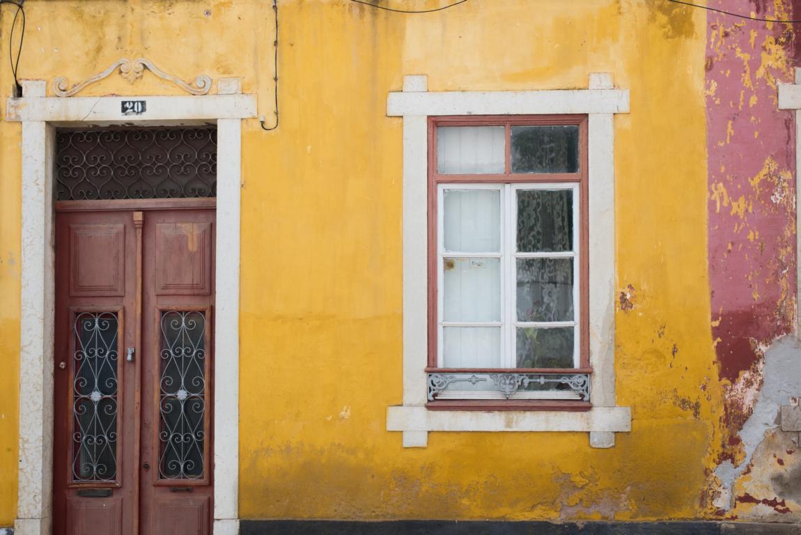 yellow streetphotography Faro Portugal Algarve Blog | unephotodeceline