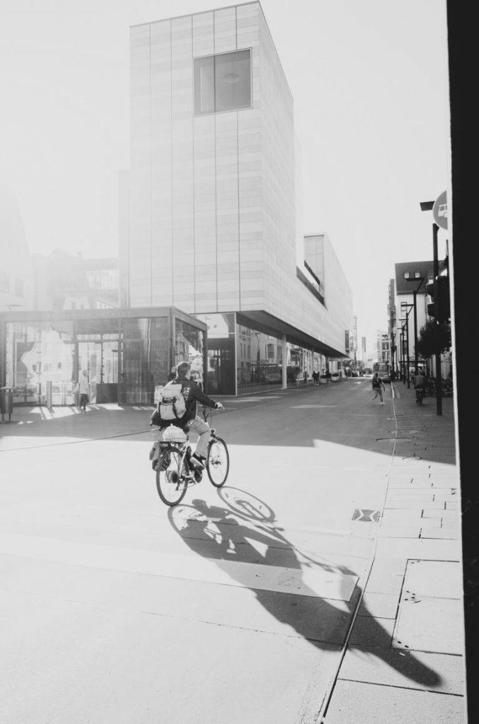 shadow bike Ulm street photography Blog unephotodeceline