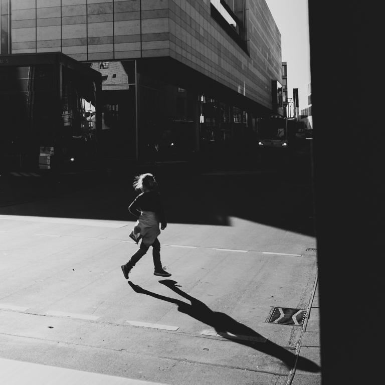 crossing Ulm street photography Blog unephotodeceline